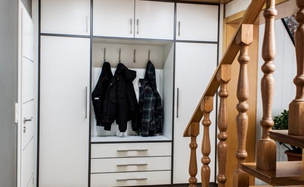 Innenausbau – Treppengeländer, Flurschrank